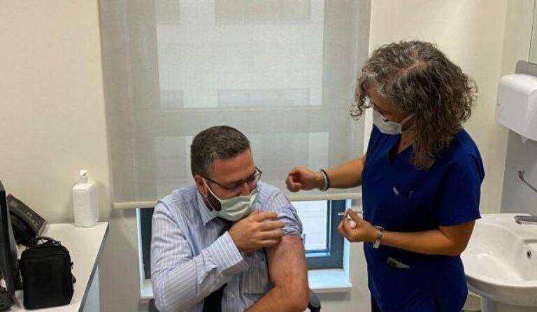 TURKOVAC'ın Faz-3 çalışması için gönüllü olanlara aşı yapıldı